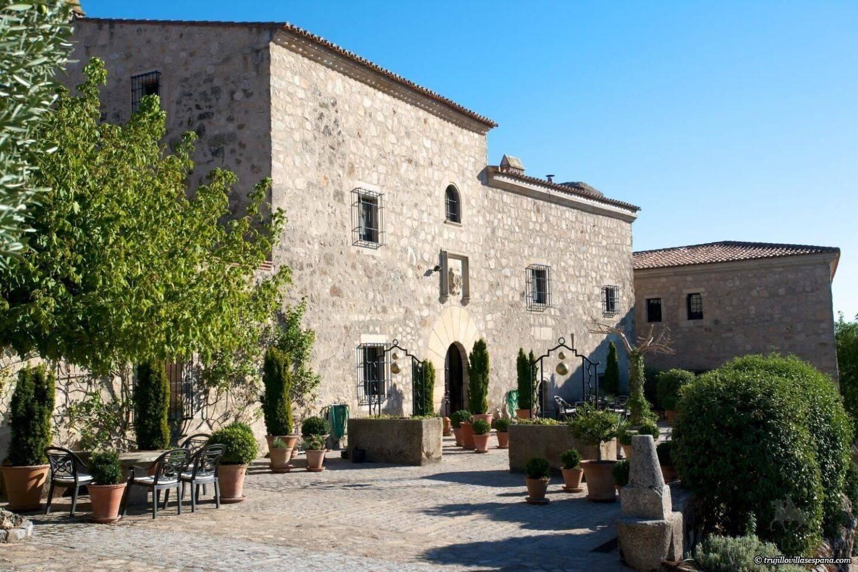 Trujillo Villas España – Villa Martires, Garden Cottage and Artists Studio featured in Telegraph